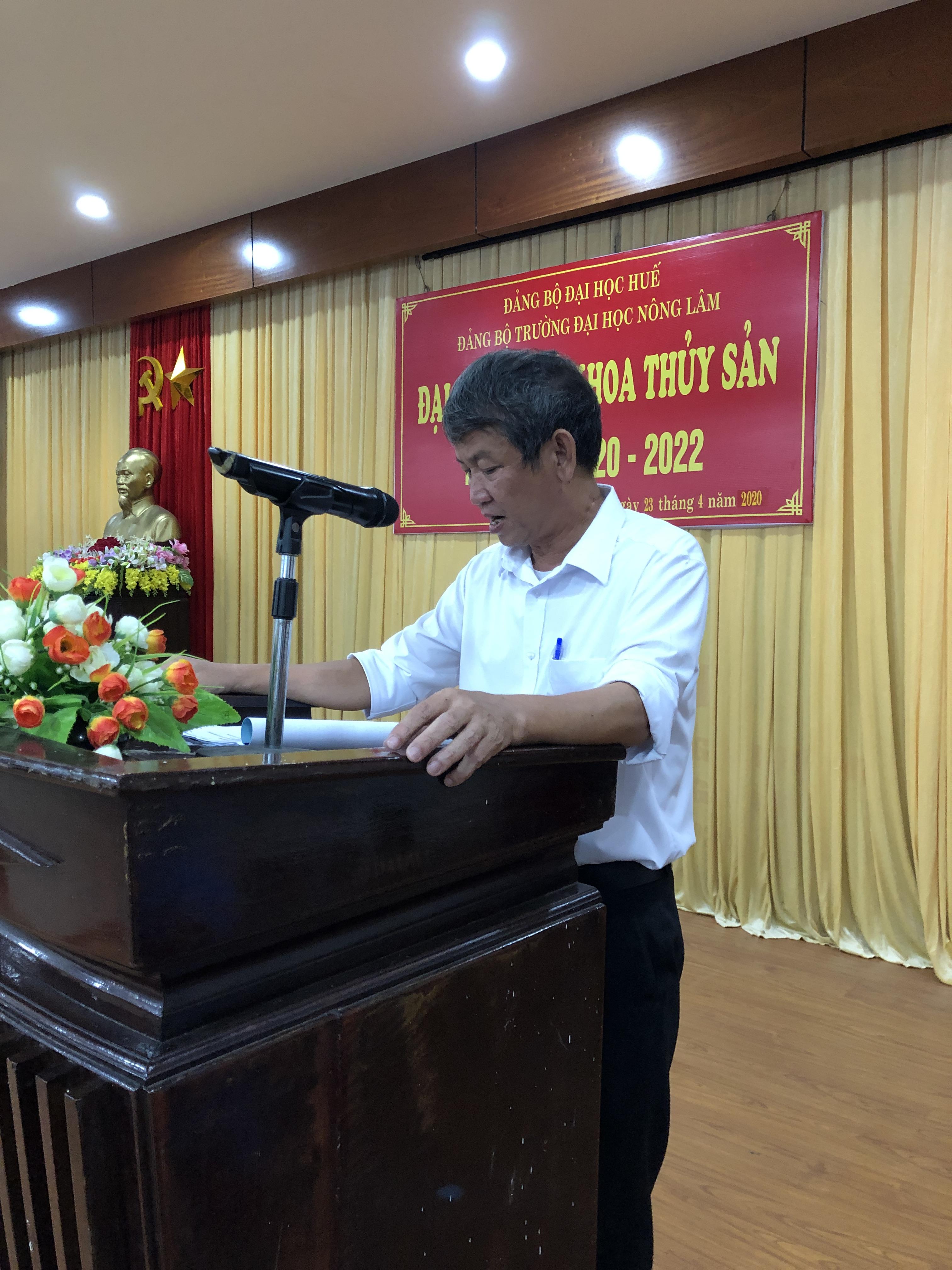 Đồng chí Lê Văn Dân trình bày báo cáo tổng kết nhiệm kỳ 2017-2020