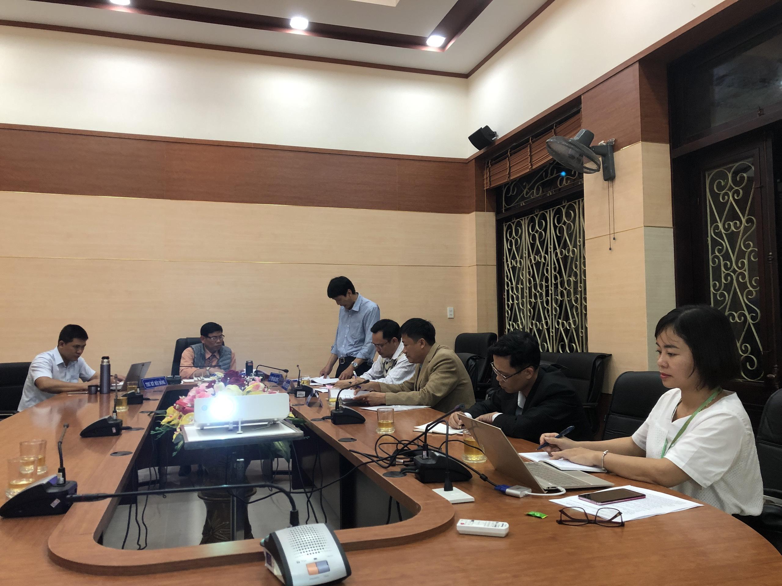 Thành viên hội đồng thảo luận, góp ý