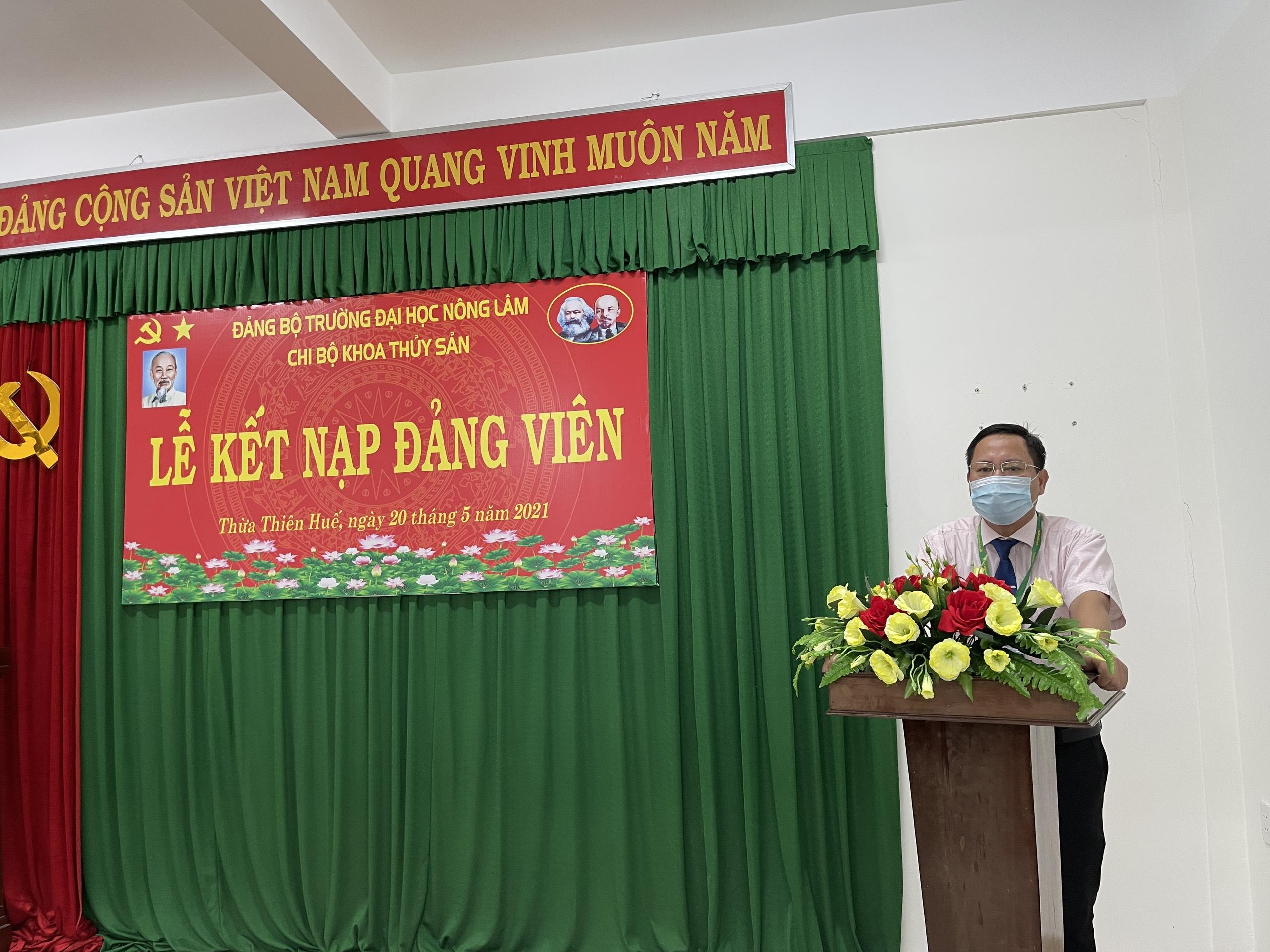Đồng chí Trần Thanh Đức, bí thư Đảng ủy, Hiệu trưởng nhà trường phát biểu ý kiến